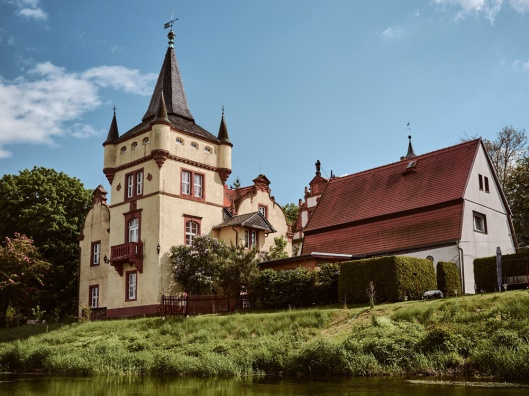 Paddling on the Mulde water castle Podelwitz